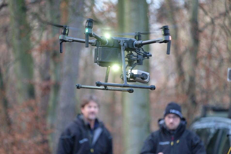 Bei der Übung kommen auch Drohnen zum Einsatz.