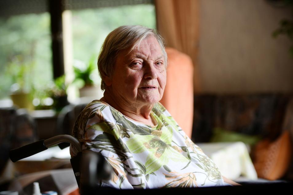Renate Koci möchte sich bei den Kameraden der Jonsdorfer Feuerwehr bedanken. Sie hatten die Rentnerin am Freitagabend aus einem steckengebliebenen Aufzug befreit.