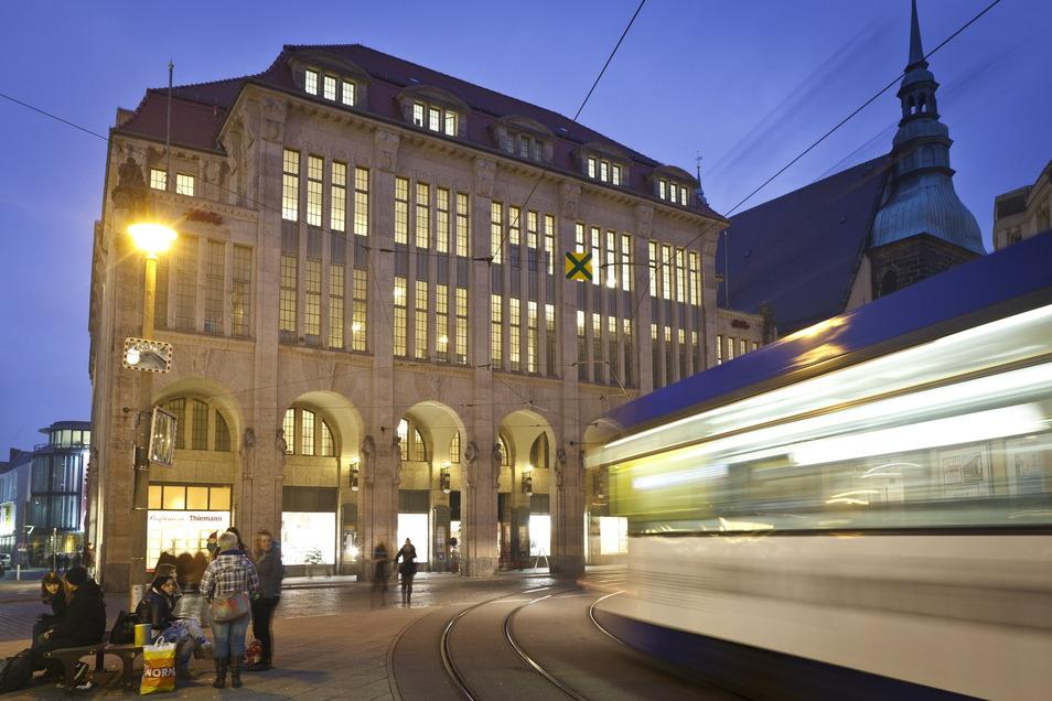 """Das Kaufhaus 2012 im Glanz: damals standen die Dreharbeiten für """"The Grand Budapest Hotel"""" an."""