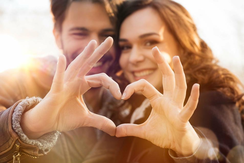 Wie gehen junge Paare mit ihren Emotionen um? Wie ältere? Und was macht das mit der Gesundheit?