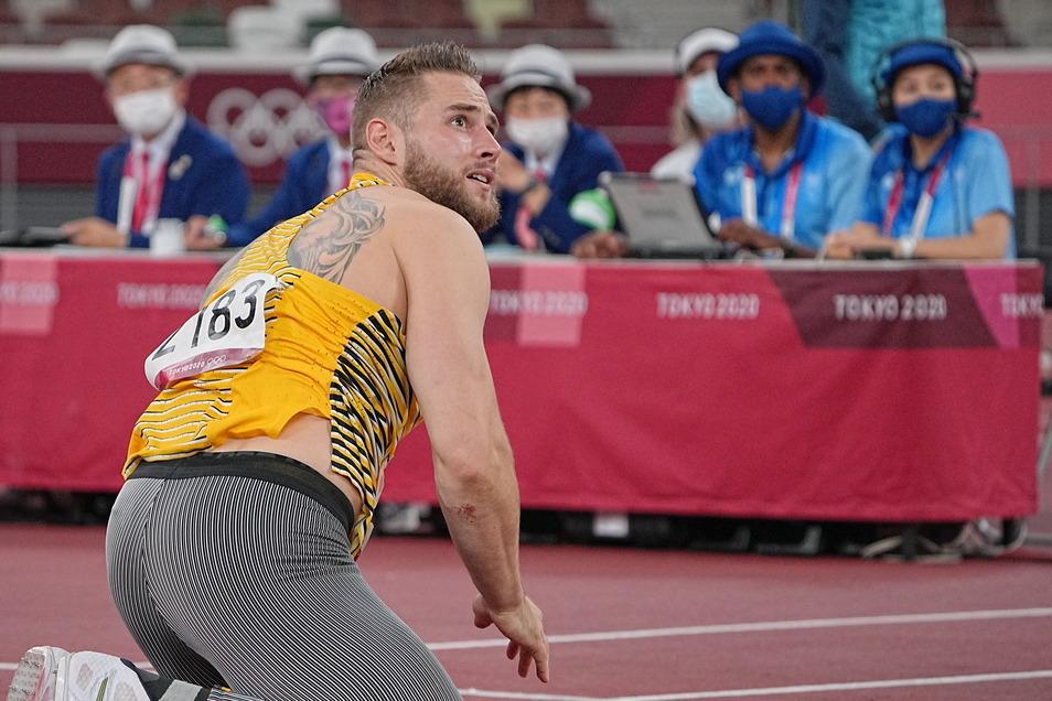 Der bange Blick nach dem Abwurf sagt alles. Johannes Vetter weiß, dass er in diesem Wettkampf chancenlos ist – ausgerechnet bei Olympia.
