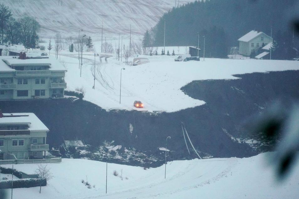Norwegen, Ask: Ein Erdrutsch in der Stadt hat eine große Spur hinterlassen. Nach dem Erdrutsch im Süden Norwegens sind mehr als 150 Menschen in Sicherheit gebracht worden.