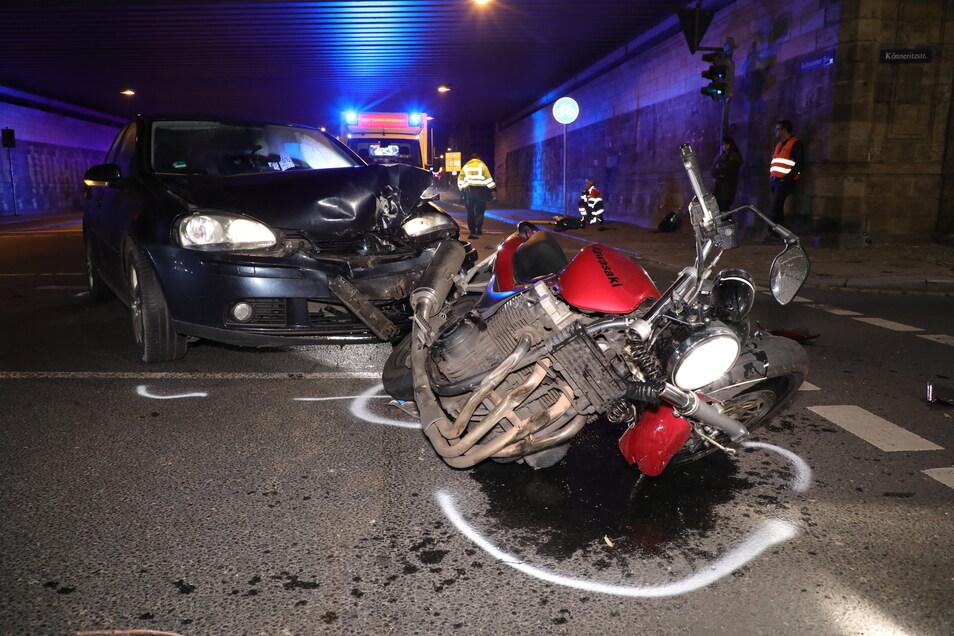 Der Fahrer der roten Maschine wurde bei dem Unfall in Dresden schwer verletzt.