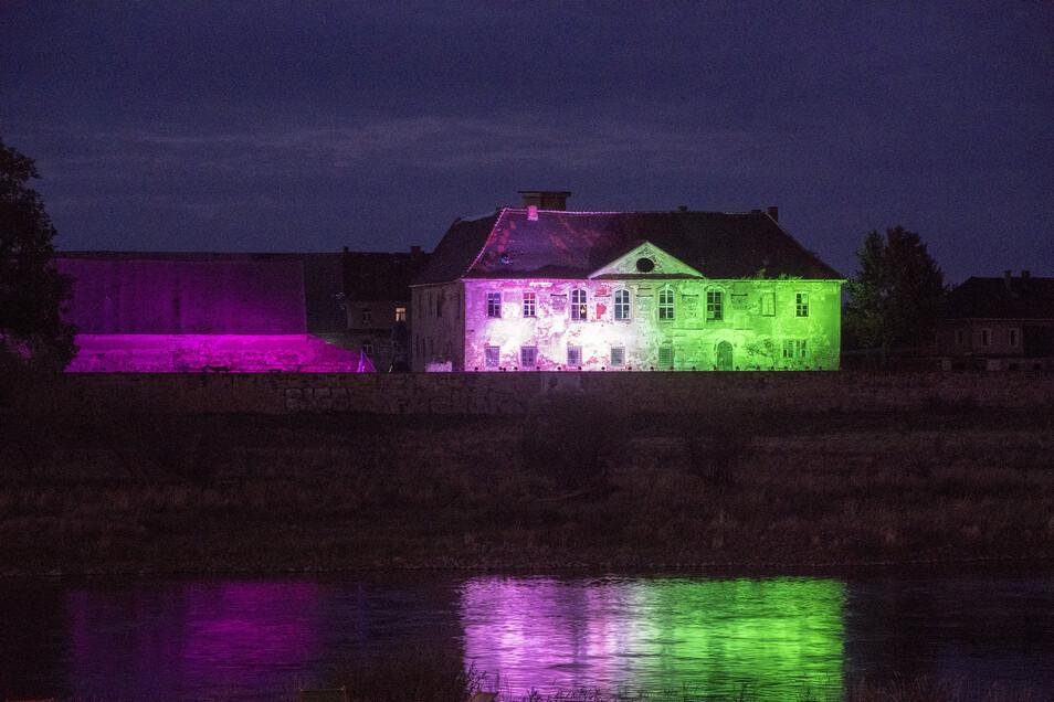 Schloss Promnitz wird dieser Tage abends angestrahlt.