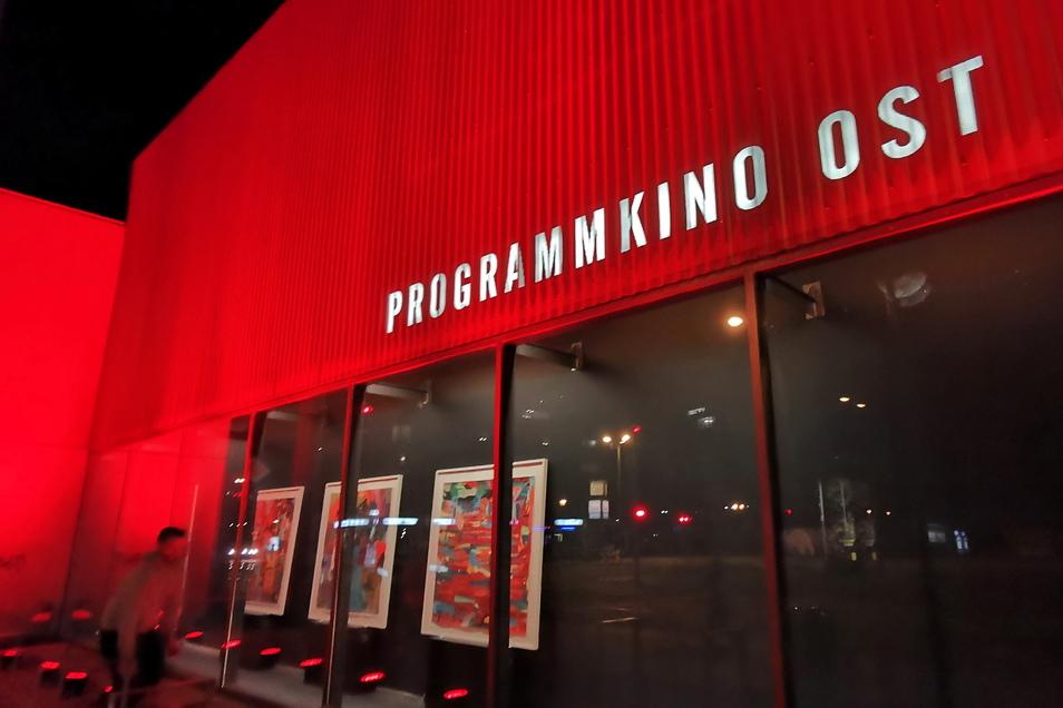 Auch das Dresdner Programmkino Ost zeigte sich in rot.