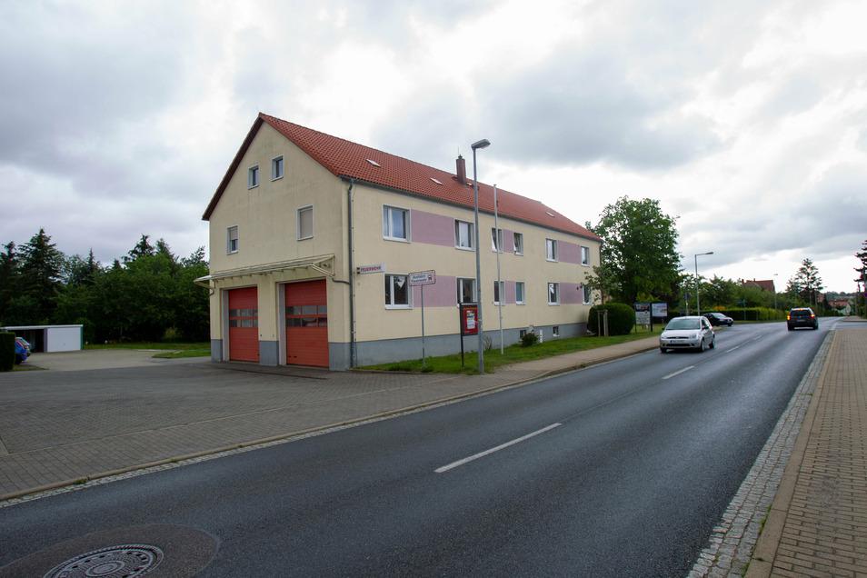 Das Feuerwehr-Gerätehaus an der Kreischaeur Straße in Possendorf soll nun umgebaut und erweitert werden.