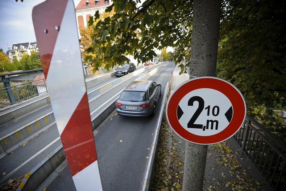Seit Jahren sind die Fahrbahnen auf der Blockhausbrücke in Görlitz eingeengt.