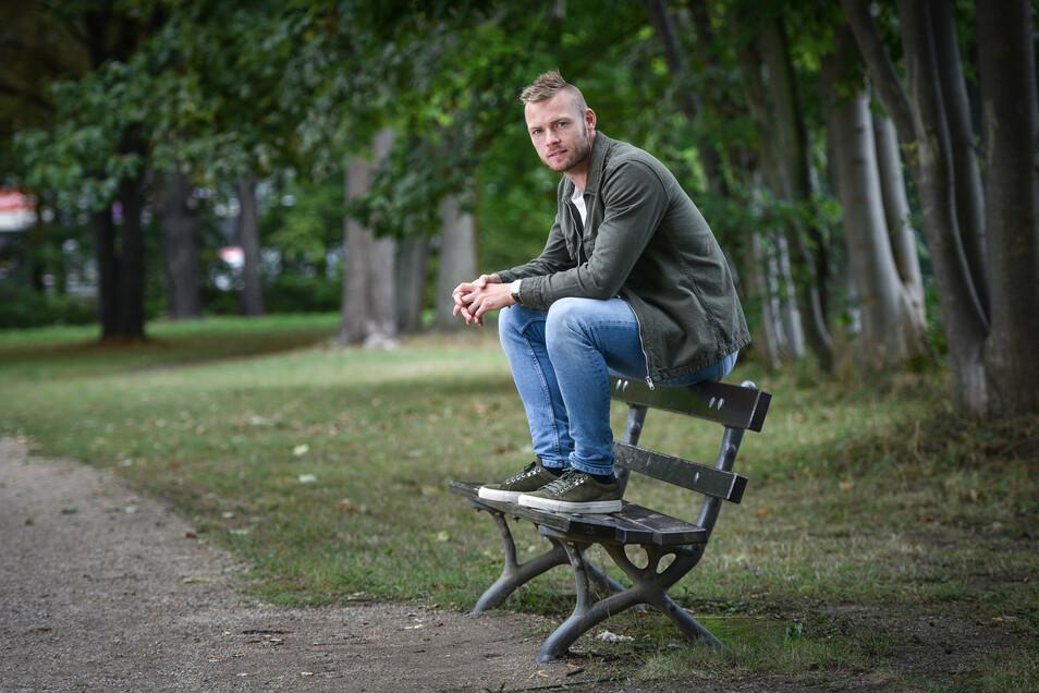 Die Bank als Stammplatz: Brian Hamalainen ist unzufrieden mit seiner Rolle in Dresden.
