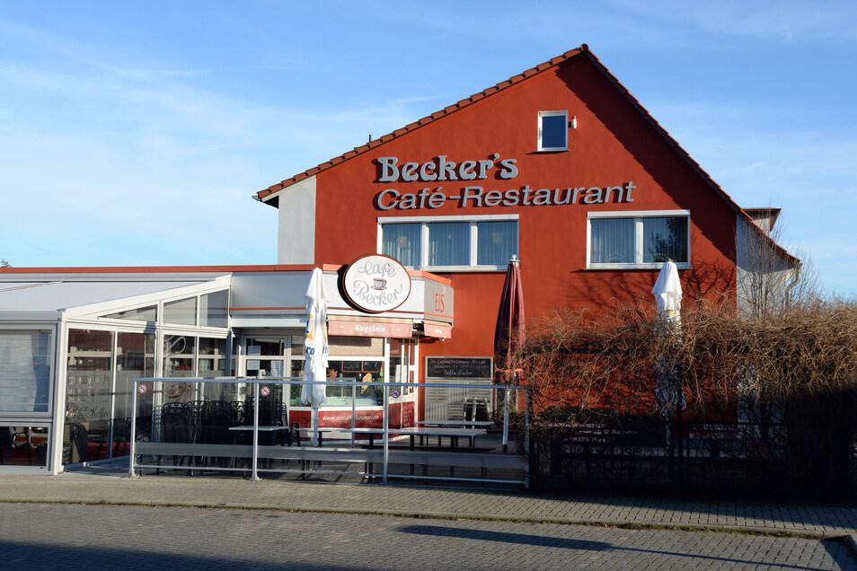 Beckers Café-Restaurant an der Rothenburger Straße ist vor allem in der warmen Jahreszeit als Eiscafé und Ausflugslokal beliebt. Darüber hinaus bietet es eine warme Küche von Dienstag bis Sonntag an. Montag ist Ruhetag. Derzeit befindet sich das Café in der Winterpause und ist geschlossen.