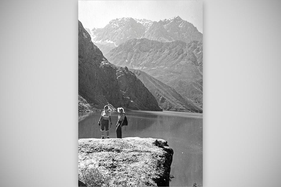 """""""Fantastisch schöne Landschaft."""" Die Frauen der Bergsteiger waren mit auf Tour und bewältigten enorme Marschleistungen."""