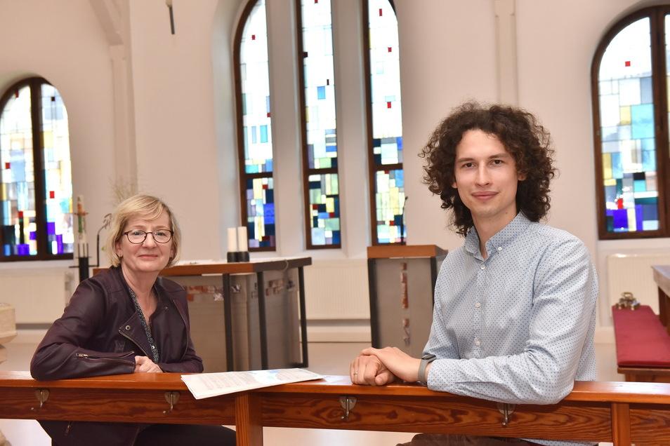 Alexander Sidoruk und Gabriele Gottlebe in der katholischer Kirche Freital freuen sich auf das Chortreffen in Freital.