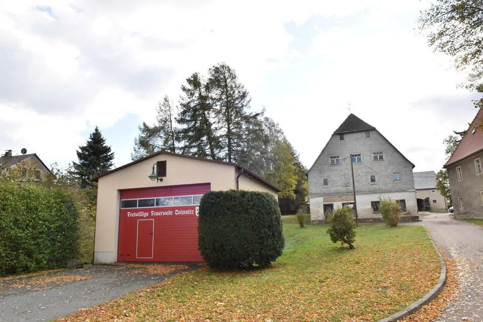 Die beiden bestehenden Gerätehäuser der Feuerwehr in Colmnitz sind viel zu klein. Deswegen hat die Gemeinde 1,2 Millionen Euro für einen Neubau vorgesehen.
