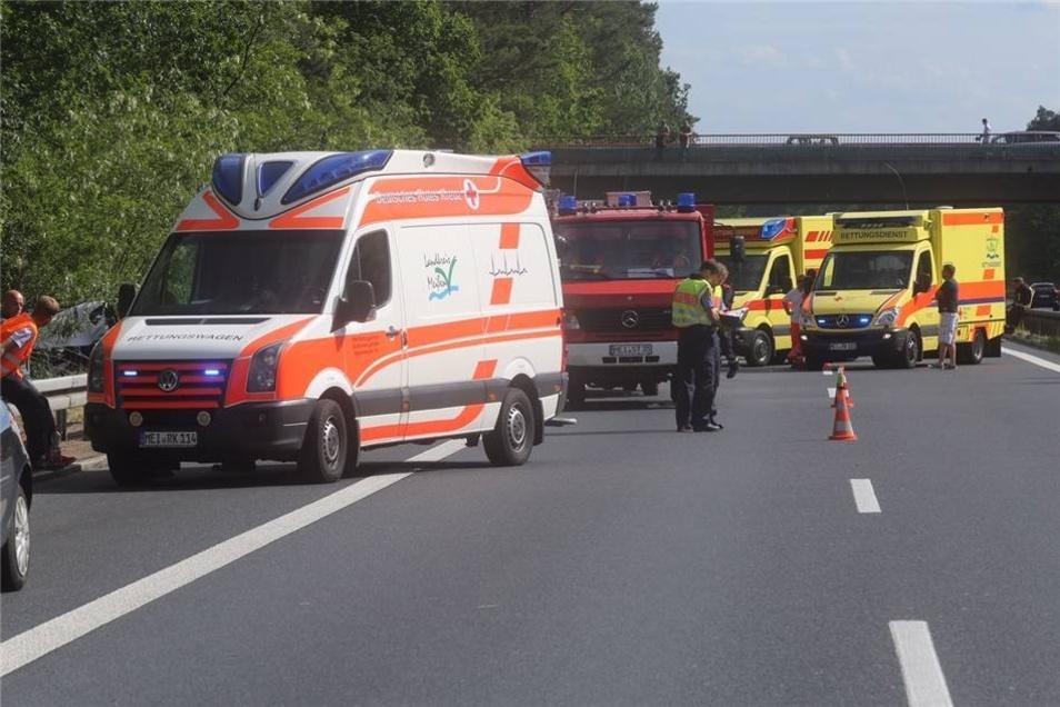Drei weitere Menschen wurden schwer verletzt.
