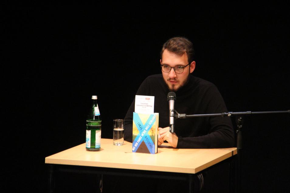 Lukas Rietzschel bei einer Buchvorstellung im Bautzener Burgtheater