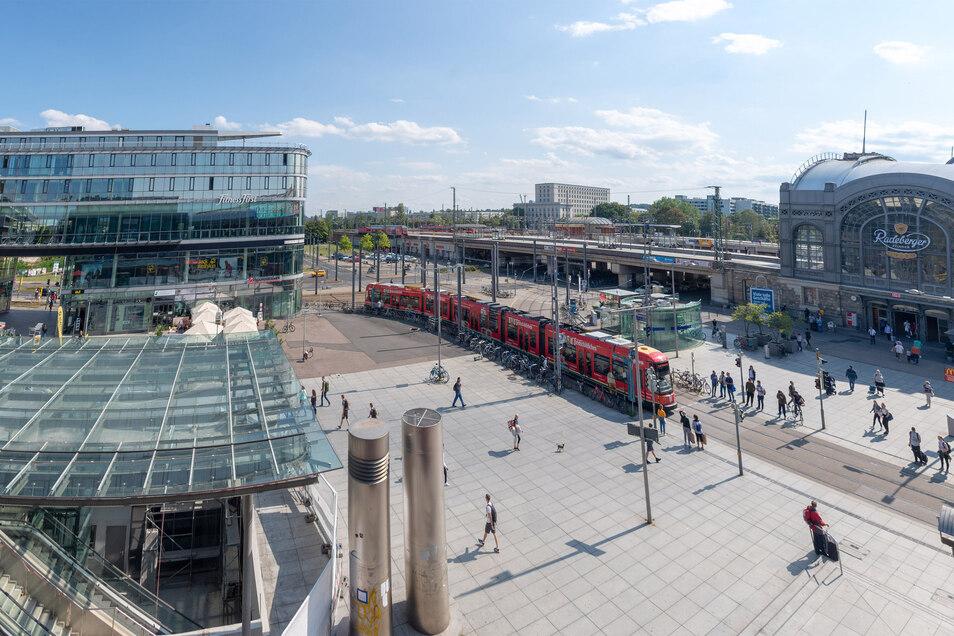 Der Wiener Platz in Dresden ist bekannt dafür, dass es hier immer wieder zu Auseinandersetzungen kommt. Nun ermittelt die Polizei wegen gefährlicher Körperverletzung.