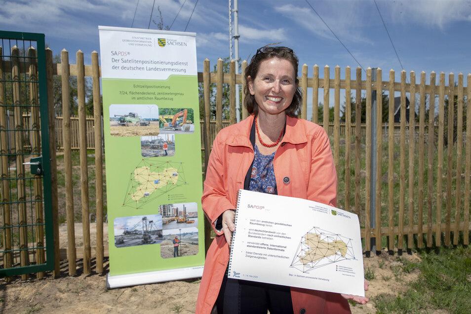 Für Annette Rothenberger-Temme, Geschäftsführerin des Landesvermessungsamtes, bringt die neue Bodenstation viele Vorteile für die Arbeit in den Rathäusern und Landratsämtern.
