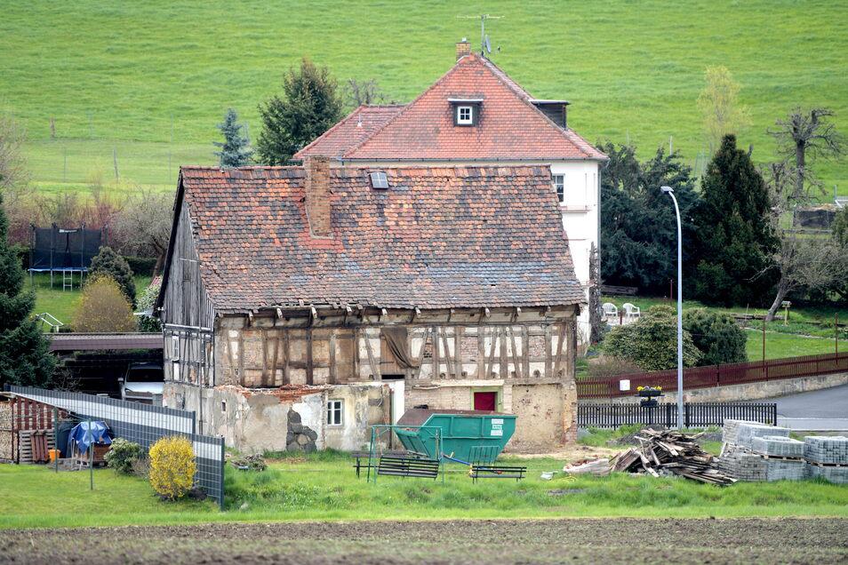 """Der Baufortschritt an der """"alten Lotte"""" in Eckartsberg ist auch von der alten B178 aus gut zu sehen."""