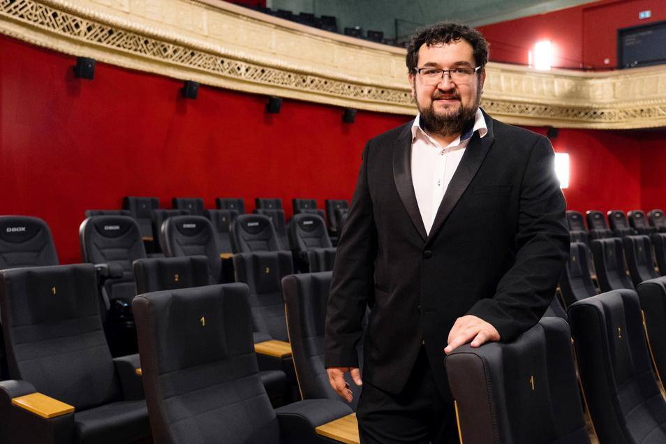 Alexander Malt, Regionalleiter der sächsischen Filmpalast-Kinos, im denkmalgerecht sanierten Großen Saal des Görlitzer Palast-Theaters.