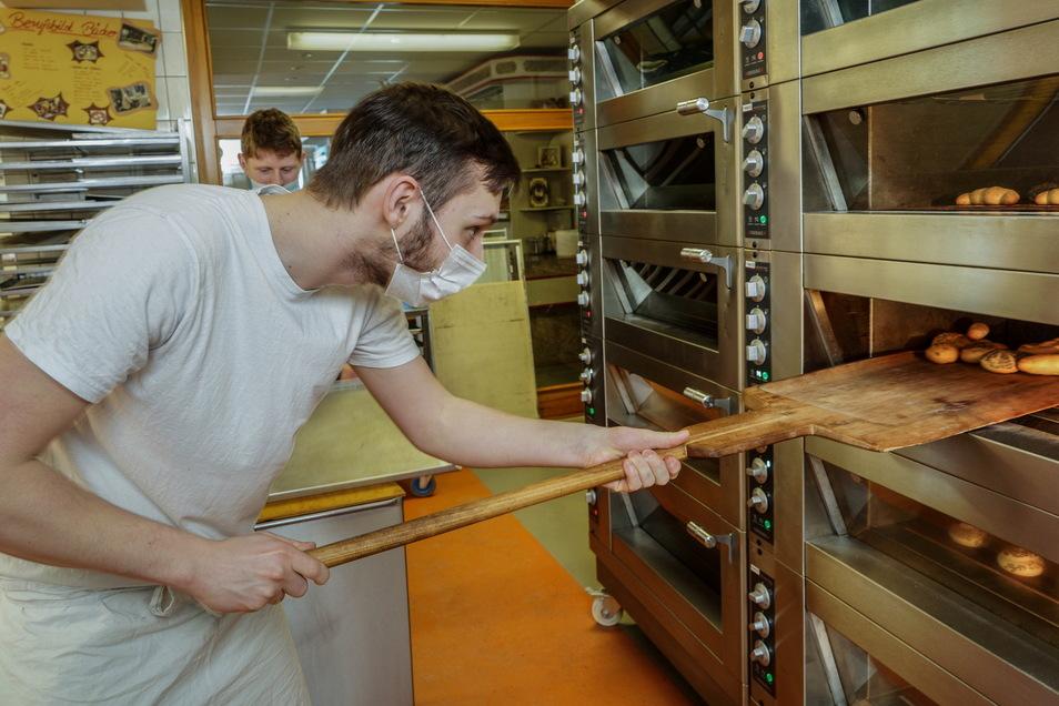 Anthony Ludewig lässt sich derzeit in Bautzen zum Bäcker ausbilden. Geht es nach dem Freistaat, soll es diese Ausbildung künftig hier nicht mehr geben.