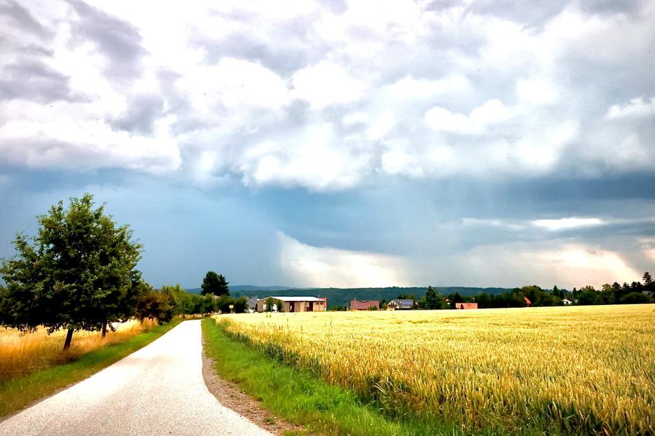 Wer Sonntagabend kurz an den Himmel schaute, ahnte wohl schon das Unwetterpotenzial. Das war aber wieder nur lokal begrenzt.