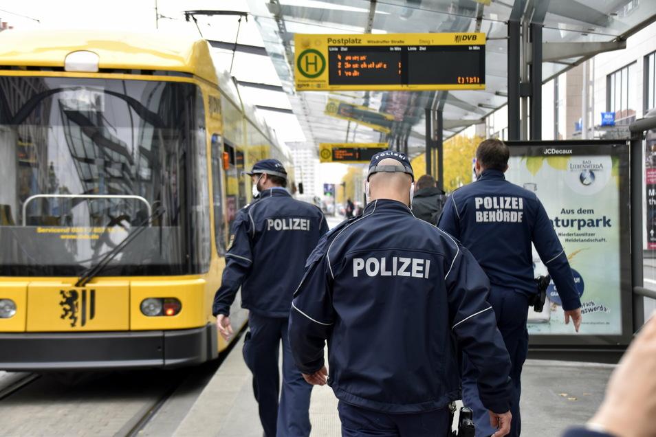 Polizeikontrollen der Maskenpflicht in Dresden.