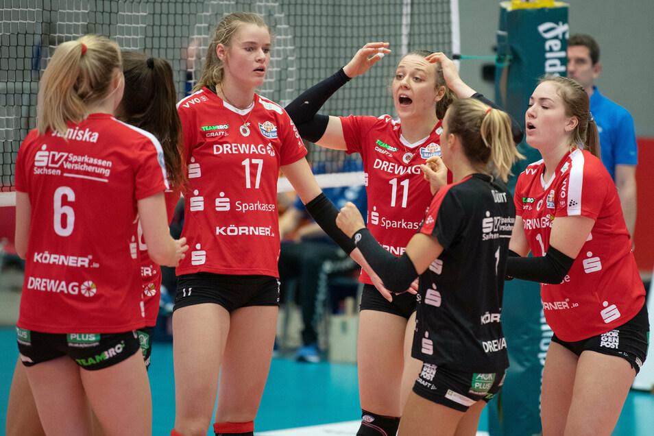 Ernüchterung auf Dresdner Seite: Camilla Weitzel (Nr. 17) und ihre DSC-Kolleginnen waren beim 0:3 gegen Stuttgart mental nicht locker genug.