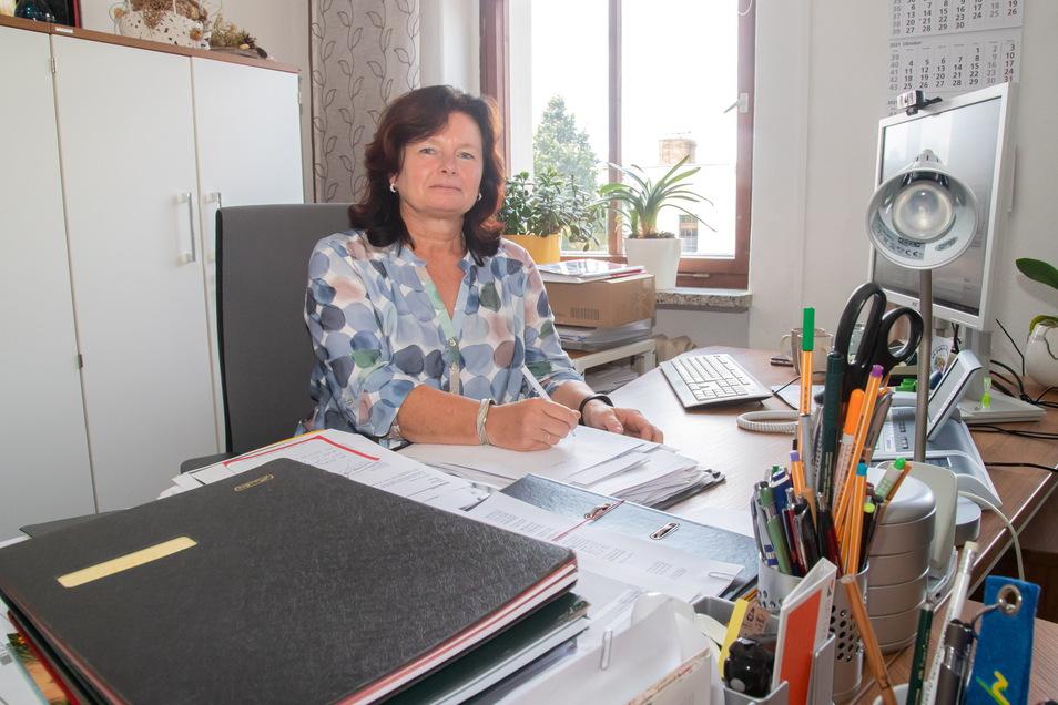 Oberbürgermeisterin Beate Hoffmann will als parteilose, unabhängige Bewerberin im Rathaus bleiben.