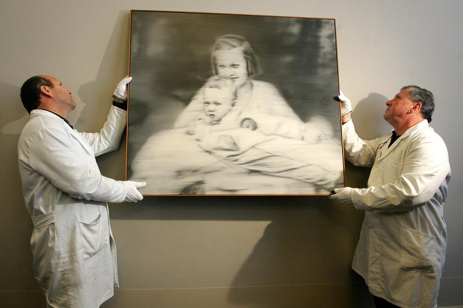Das berühmte Bild von Gerhard Richter zeigt seine Tante mit ihm als Baby. Marianne Schönfelder kam in Großschweidnitz zu Tode.