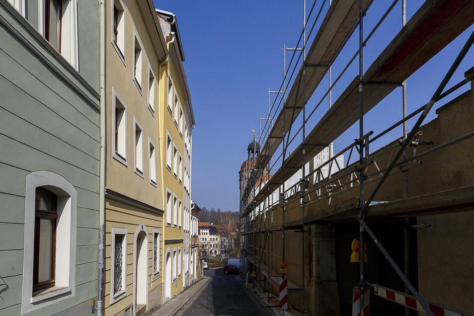 Das Parkhaus in der Jüdenstraße (rechts) soll aufgestockt werden. Die Anwohner aus den liebevoll sanierten Altstadthäusern gegenüber würden dann auf eine hohe Mauer blicken.