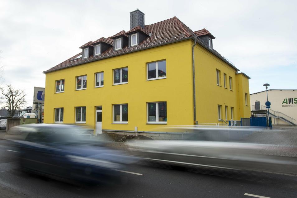 Nicht nur die Farbe ist neu am einstigen Kinder- und Jugendtreff auf der Siegfried-Rädel-Straße in Heidenau.