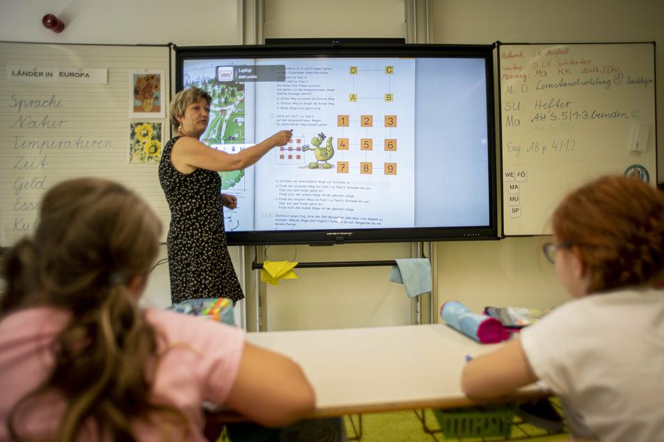 In der Schwepnitzer Grundschule lernen die Kinder jetzt mit interaktiven Tafeln.