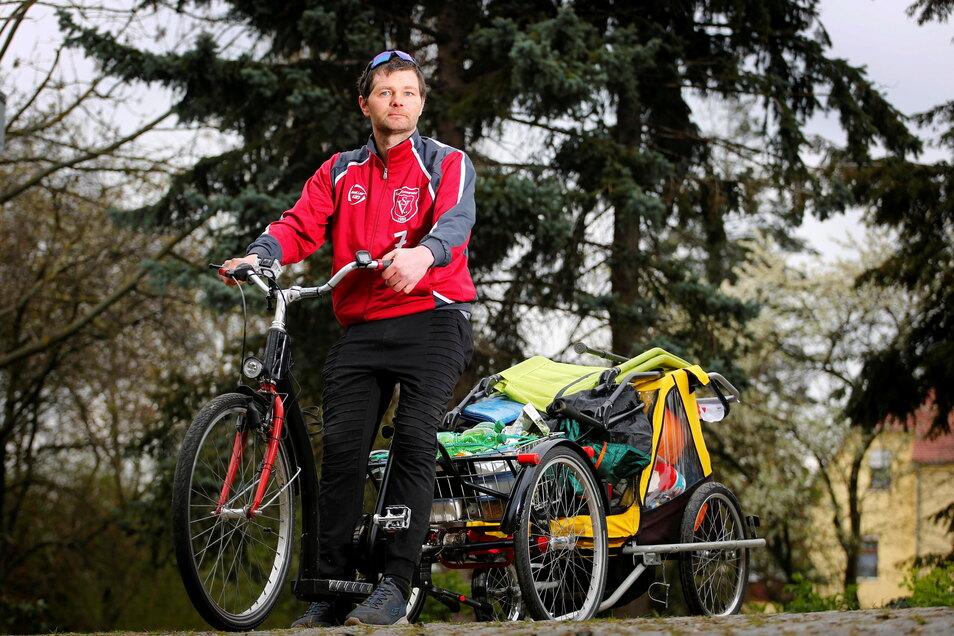 Enrico Wenzel leidet unter den Folgen eines Schlaganfalls und ist teilweise gelähmt. Mit seinem Rad und einem Anhänger ging der Kamenzer am 1. Mai auf Deutschlandtour, musste jetzt allerdings früher zurückkehren als geplant.
