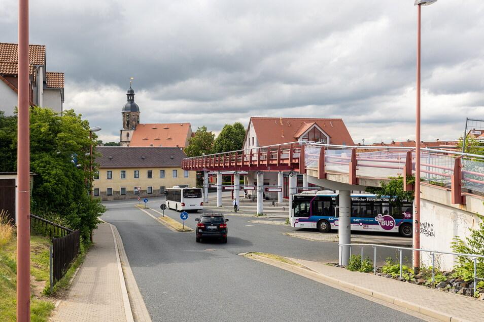 Ein Blick vom Dippser Busbahnhof zur Innenstadt. Auf diesem Areal und rings um die Oberschule will die Stadt ein Alkoholverbot einführen.