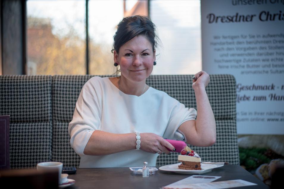 Muss vor dem Essen ihrer Lieblingstorte per Bluetooth Insulin spritzen: Claudia Hanitzsch von der Bäckerei Eisold.