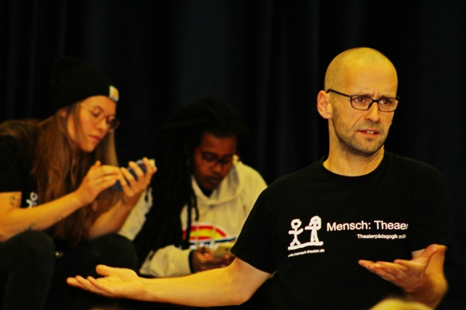 """Das Forumtheater """"Mensch: Theater"""" eröffnete am Montag im Jugendclubhaus """"Ossi"""" die Suchtpräventionswoche."""