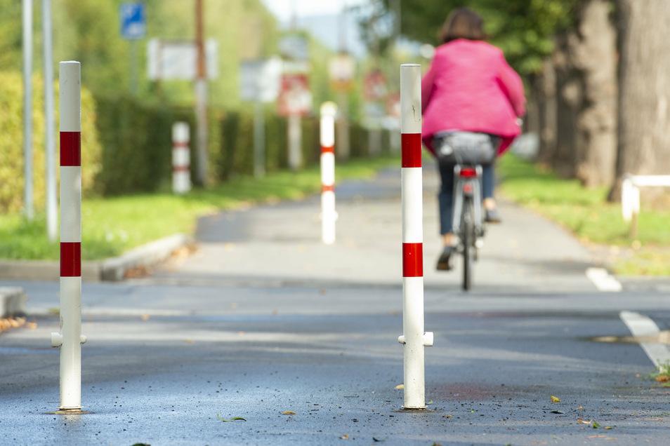 Der Radweg an der Rottwerndorfer Straße im Bereich der Südvorstadt wurde neu gebaut. Allerdings stören sich viele an den Pollern.