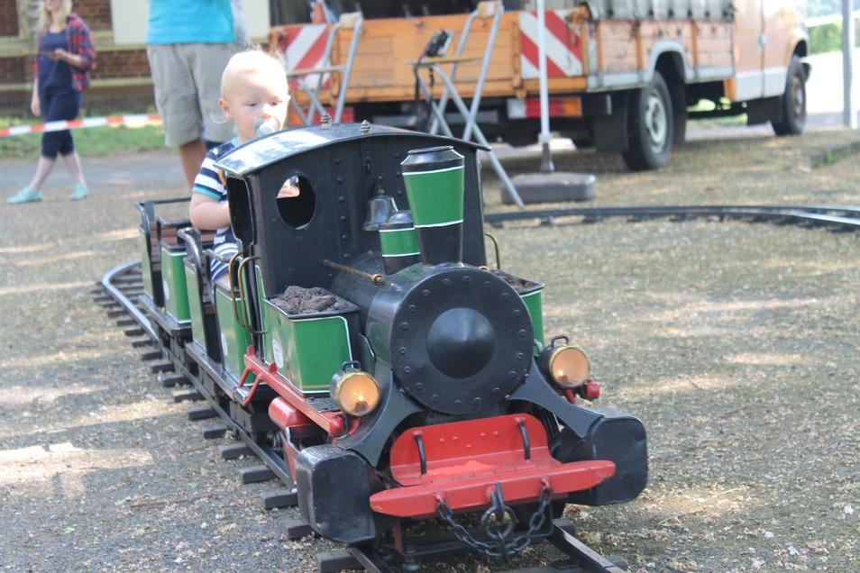 Die Kindereisenbahn für kleine Besucher.