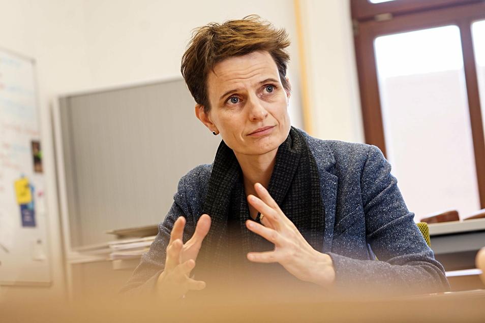 Bautzens Bürgermeisterin Juliane Naumann rechtfertigt die hohen Kosten für die neue Kita am Schützenplatz - und widerspricht Stadtrat Jörg Drews, der ihren Rücktritt gefordert hat.