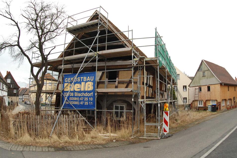 """Das """"Schiefe Haus"""" in Hirschfelde will Joachim Faitsch behalten - andere aber verkaufen."""