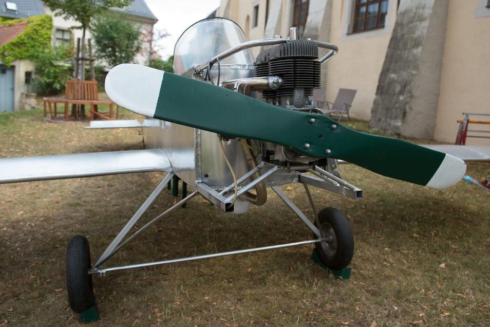 Für einen Film baute Schlosser 2007 sein Fluchtflugzeug nach - mit der Außenhaut aus Aluminium statt Polyester.
