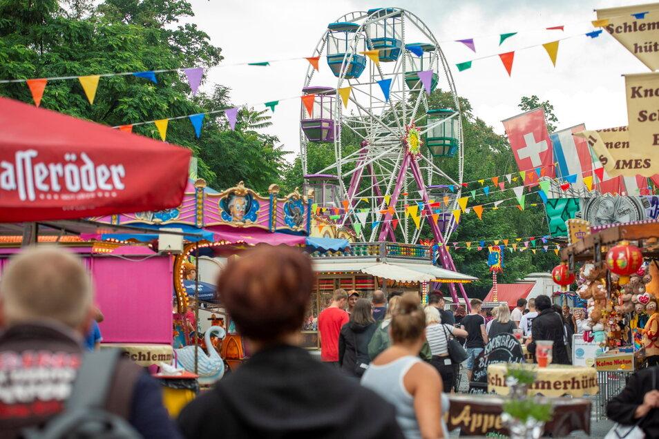 In Großenhain ist was los - wie hier beim Rummel zum Langen Einkaufssamstag am Topfmarkt. Nun wird ein neues Tourismuskonzept erstellt.