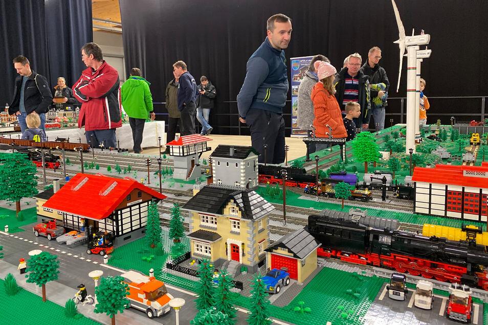Die bunte Welt der LEGO- und Playmobilanlagen ist ebenfalls vertreten.