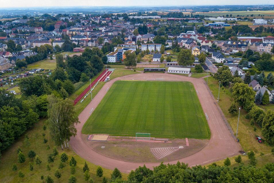 Die Sprintbahn aus Tartanbelag (links im Bild) ist bereits im Mai 2015 eingeweiht worden. Nun soll auf dem Sportplatz Wiesenstraße auch eine 400-Meter-Tartanbahn gebaut werden.