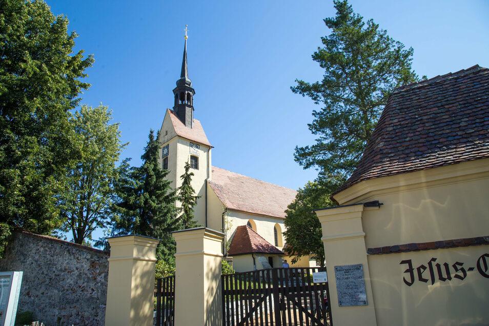 Die Zodler Jesus-Christus-Kirche. Hier wurde am 16. Januar 1710 Traugott Gerber getauft; Der berühmte Sohn von Zodel war Mediziner und Botaniker. Nach ihm ist die Pflanzengattung Gerbera benannt.