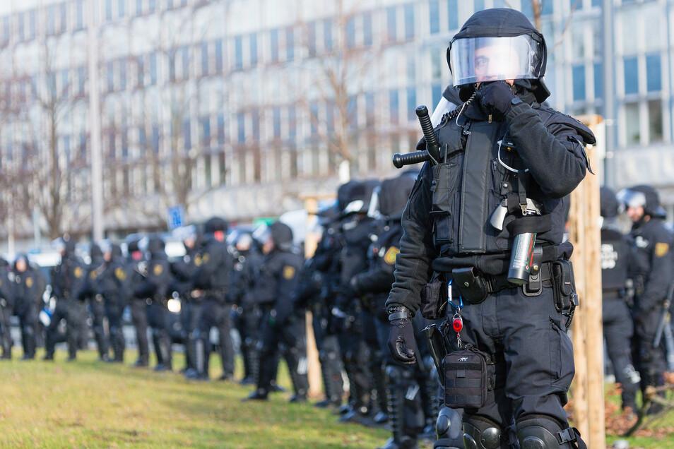 Die Polizei schaffte es, die Lager voneinander zu trennen.
