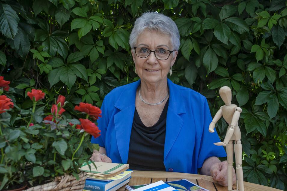 Die 77-jährige Brigitte Böttcher aus Bannewitz erzählte vor allem viel über ihre Grundausbildung in der DDR zur Physiotherapeutin.
