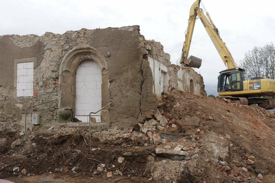 Das Wohnhaus des Brauschenkengutes in Choren, das die Stadt einreißen lässt, stammt wahrscheinlich aus dem 16. Jahrhundert. Das alte Sitznischenportal soll geborgen und eingelagert werden.