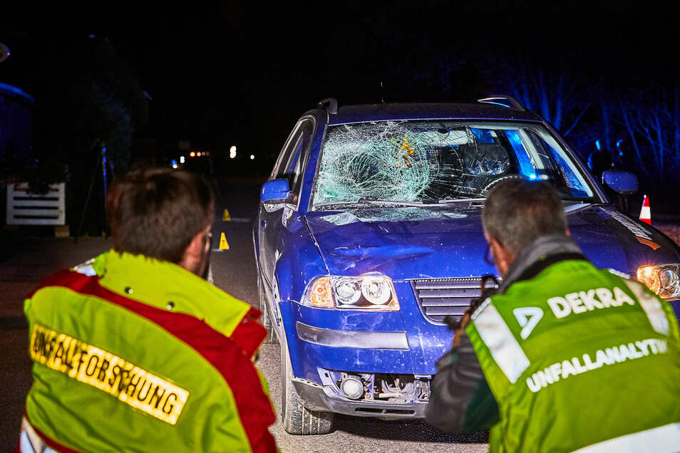 Oktober 2019: Das Auto des Unfallfahrers zeigt deutliche Spuren des Aufpralls.
