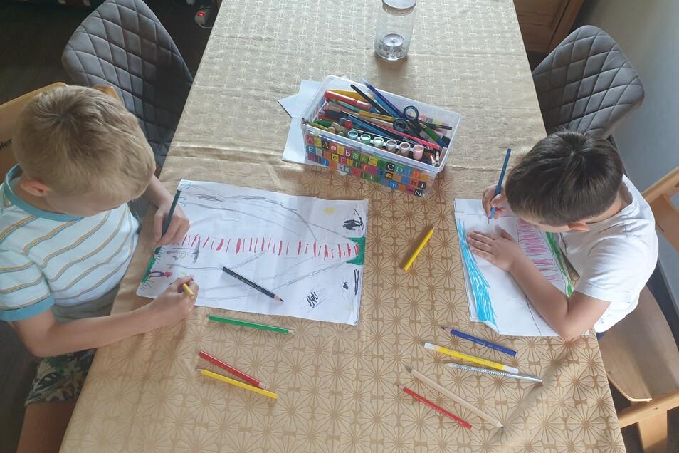 In einigen Kinderzimmern entstehen gerade kleine Kunstwerke, in deren Mittelpunkt der frühere Wilsdruffer Sendemast steht.