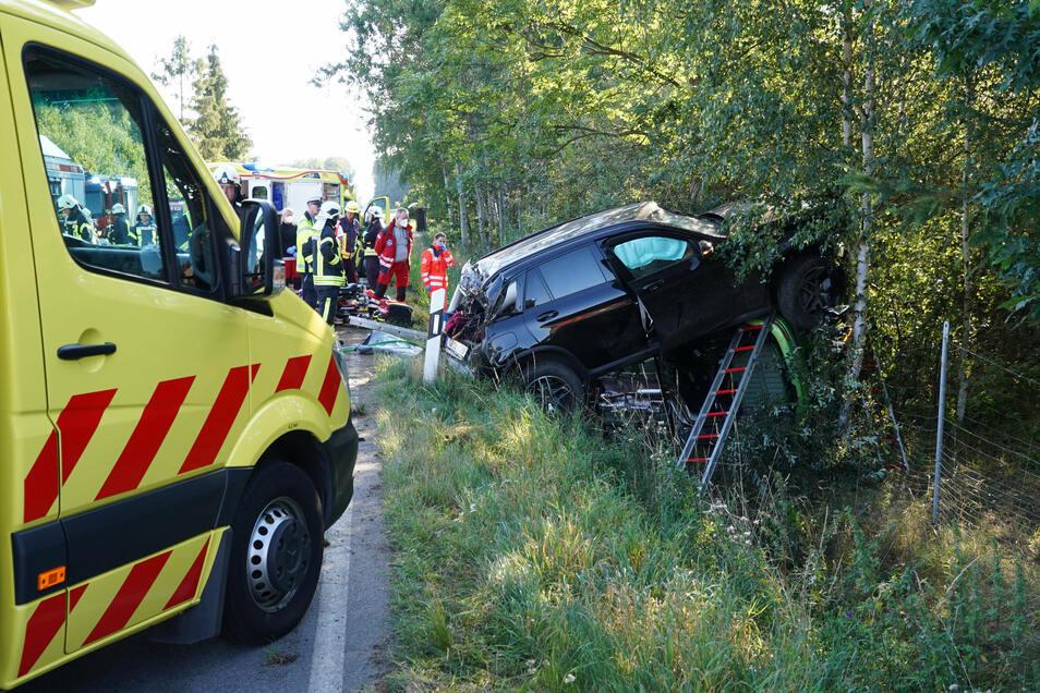 Der Unfall auf der Straße zwischen Bautzen und Bischofswerda in der Nähe von Kynitzsch hat sich nach bisherigen Erkenntnissen beim Überholen ereignet.